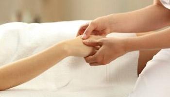 Masáž rúk (HASTHA ABHYANGA)