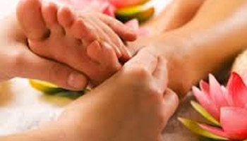 Masáž nôh (PADA ABHYANGA)